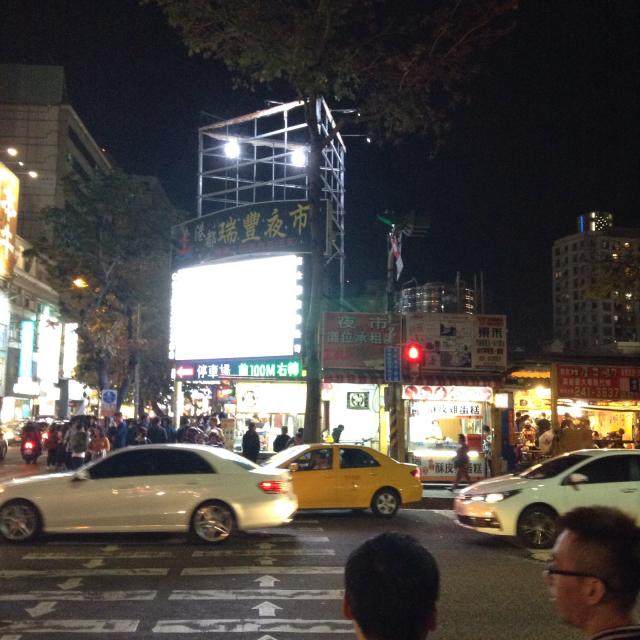 高雄・瑞豊夜市 これぞ台灣 カオス溢れる夜市_a0334793_00482318.jpg