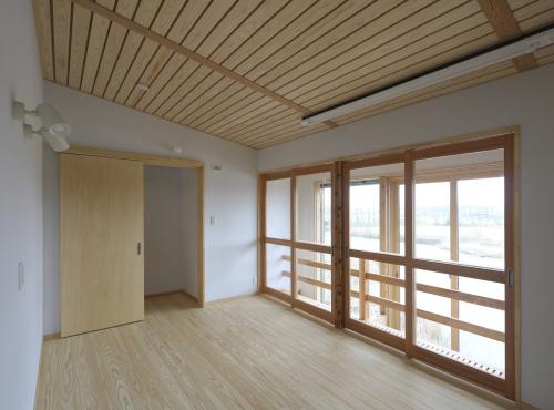 秋田市新屋の家:完成3 屋内バルコニー_e0054299_13302387.jpg
