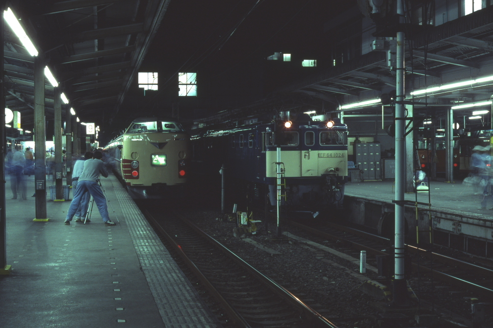 国鉄特急が走り去る - 上越線 -_b0190710_23012855.jpg