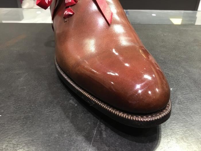 靴の鏡面磨きを落として、再度磨きます。_b0226322_13213208.jpg