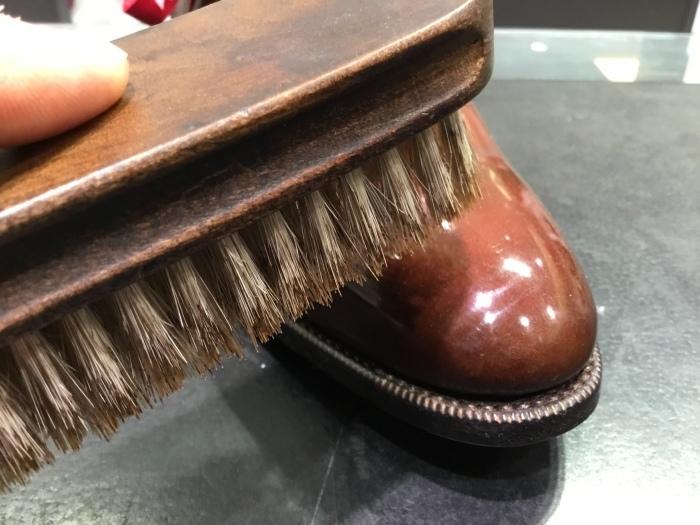 靴の鏡面磨きを落として、再度磨きます。_b0226322_13281298.jpg