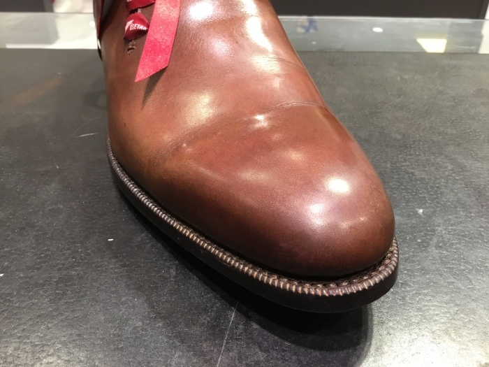 靴の鏡面磨きを落として、再度磨きます。_b0226322_13361272.jpg