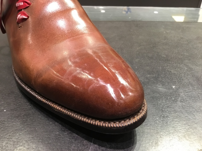 靴の鏡面磨きを落として、再度磨きます。_b0226322_14080679.jpg
