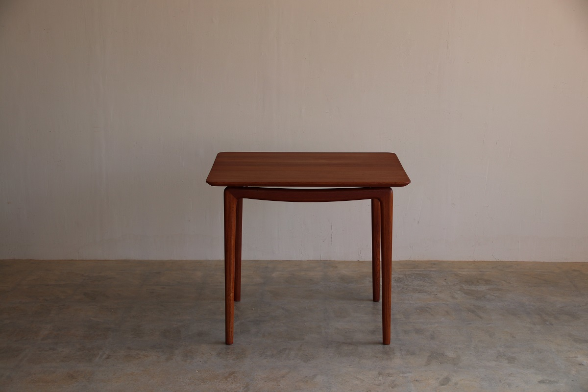 『T様邸へ ピーター・ビット&オルラ・ムルガード・ニールセン Card Table』_c0211307_17010470.jpg