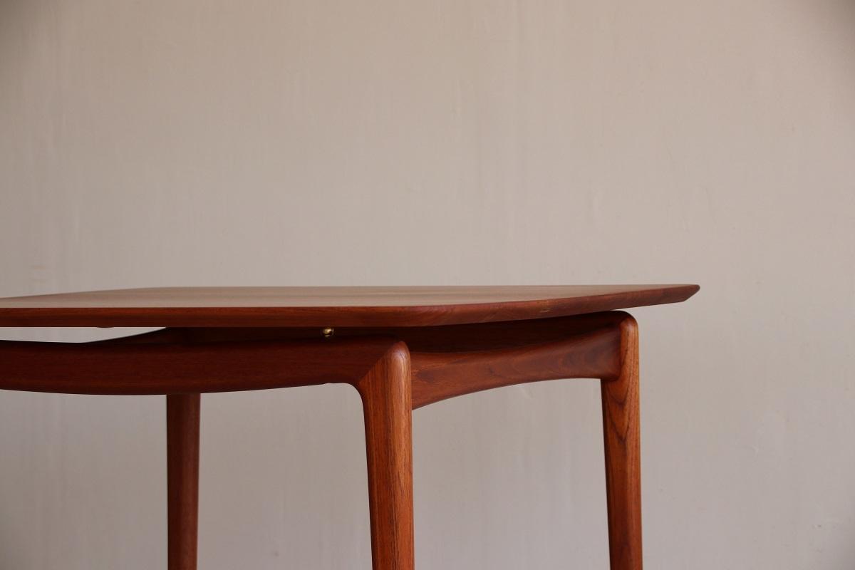 『T様邸へ ピーター・ビット&オルラ・ムルガード・ニールセン Card Table』_c0211307_17025169.jpg
