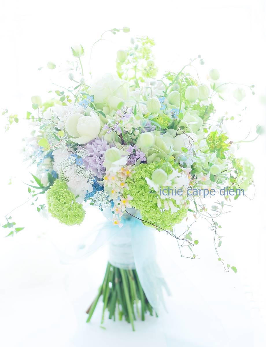 クラッチブーケ 八芳園さまへ、二次会のドレスにもあうように一つのブーケで_a0042928_2233077.jpg