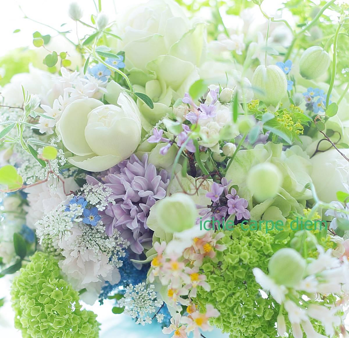 クラッチブーケ 八芳園さまへ、二次会のドレスにもあうように一つのブーケで_a0042928_2245485.jpg