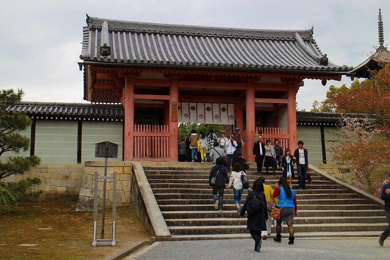 御室仁和寺の境内20180405_e0237645_16021760.jpg