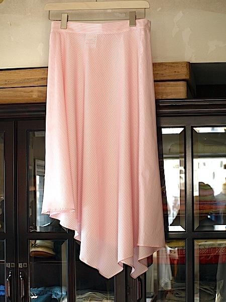 さわやかで愛らしい(フェミニン)な印象のtomoumi ono アシメトリー(左右非対称)スカート_e0122680_16415190.jpg