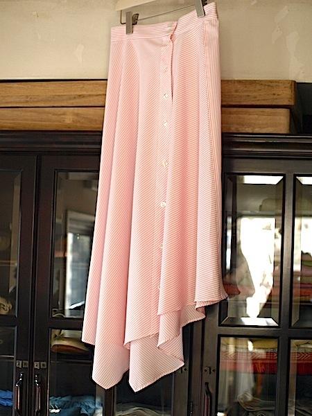 さわやかで愛らしい(フェミニン)な印象のtomoumi ono アシメトリー(左右非対称)スカート_e0122680_16423059.jpg