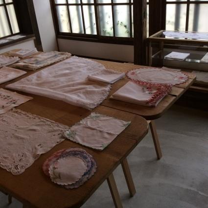 インドの女子修道院の刺繍やレース、それからヨーロッパのサンプラーも_f0108001_11393905.jpg
