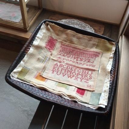 インドの女子修道院の刺繍やレース、それからヨーロッパのサンプラーも_f0108001_11403327.jpg