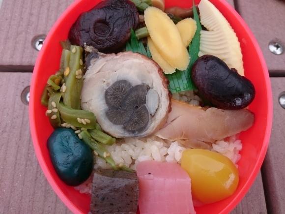 4/7 たかべん だるま弁当¥1,000@JR高崎駅_b0042308_00265874.jpg