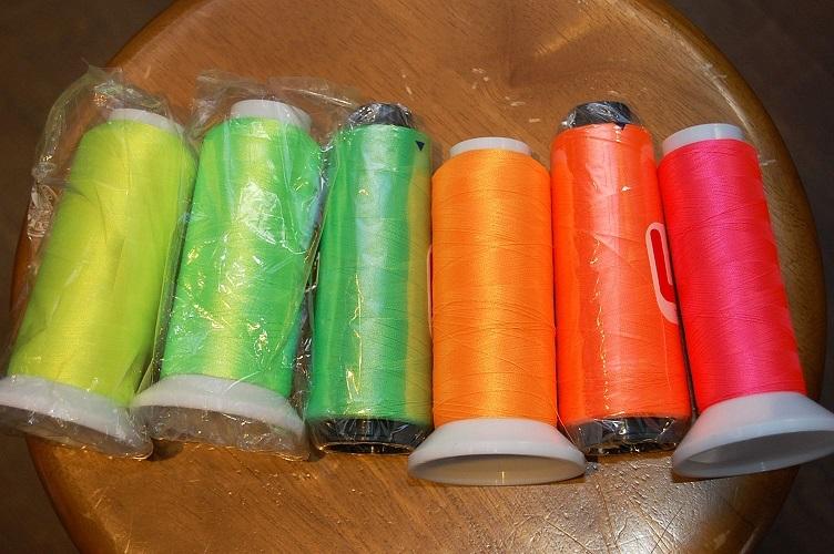 蛍光色の刺繍糸を取り揃えております!!!_e0260759_11342006.jpg