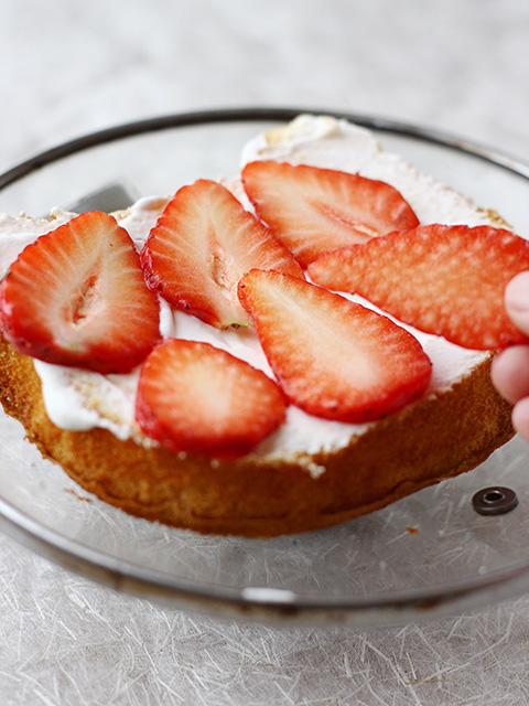 いちごのデコレーションケーキを作る の巻_c0053520_736863.jpg