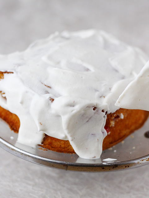 いちごのデコレーションケーキを作る の巻_c0053520_7514318.jpg