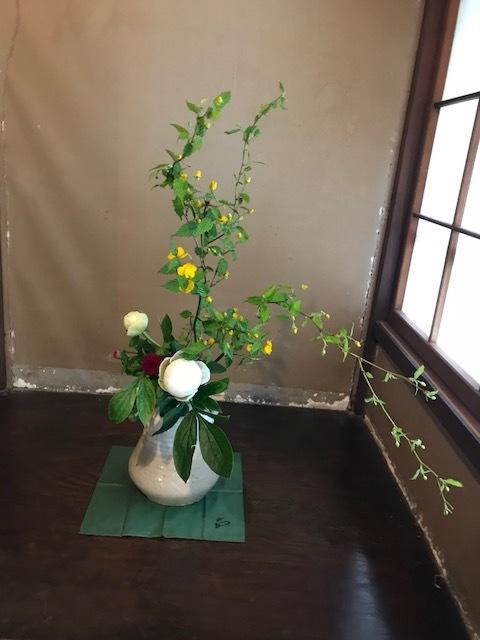 邸内に生けられた花 4月 _d0344754_22290338.jpg