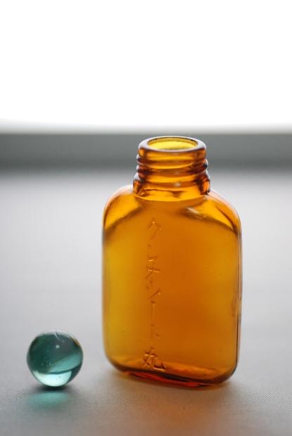 S級のハケ 19 (薬瓶と業務連絡)_d0359503_22174023.jpg