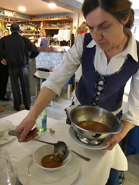 国境の町オンダリビアその5 世界一美味しい?魚介のスープ_d0041729_17393659.jpg