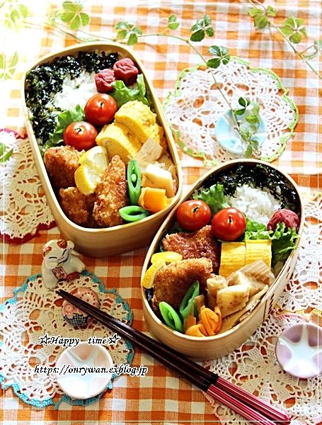 ソースチキンカツ弁当と庭からビオラとイチゴ酵母でラウンドパン♪_f0348032_18342983.jpg