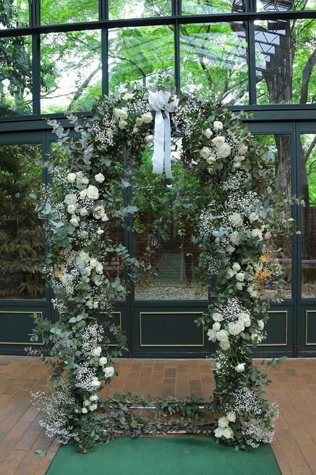 春の装花 リストランテASO様へ、バラとユーカリとかすみ草のアーチ装花_a0042928_212196.jpg