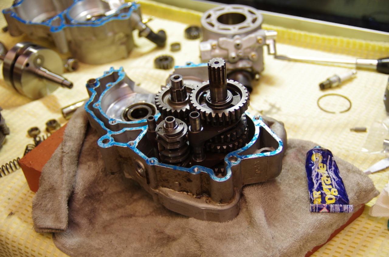 【tm125EN】エンジン組立(その5)クランクケース結合_e0159646_453257.jpg