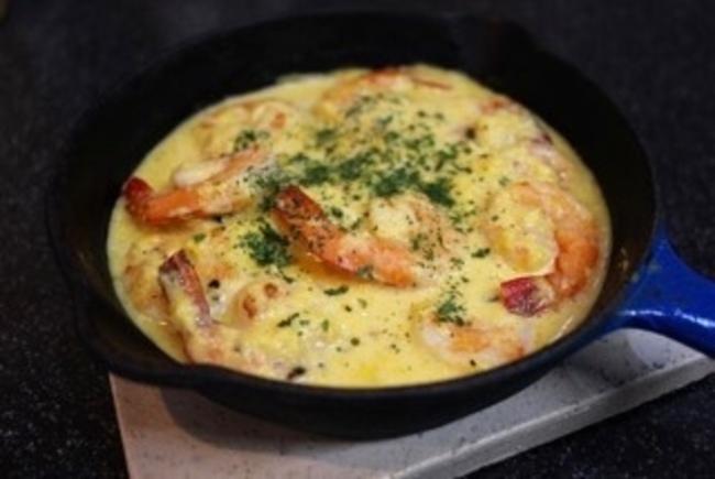 豚トロのトマトソース煮込み&エビのコーンミルクソース、ガーリックバター風味。_a0223786_12434205.jpg