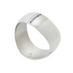 身につける漆 漆のアクセサリー バングル メビウス スカラ柄 ミルキーホワイト色 坂本これくしょんの艶やかで美しくとても軽い和木に漆塗りのアクセサリー SAKAMOTO COLLECTION wearable URUSHI accessories bangle bracelet Mobius Platinum Scalar Pattern milky white color 流れるような曲線が腕をすっきりと見せてくれるブレスレット、オリジナルの奥行き感のある爽やかなミルキーホワイト色、古代紋様をイメージした蒔絵をプラチナ箔といぶし銀箔で描き三角の小さな螺鈿貝がポイントに、手元を美しく繊細さと華やかさを演出。 #漆のバングル #メビウス #ミルキーホワイト色 #スカラ柄 #古代紋様 #流れるような曲線 #プラチナ箔螺鈿蒔絵 #蒔絵が印象的 #handmade