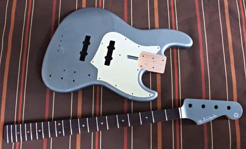 Guitar × 2種とBass × 2種の塗装が完了しました!_e0053731_16442824.jpg