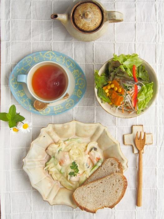 新作の楕円ロココ皿で朝ごはん_b0277136_13561104.jpeg