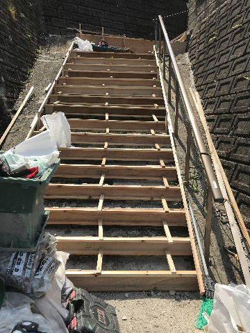 階段修理2日目_f0031037_19224471.jpg