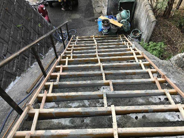 階段修理2日目_f0031037_19224534.jpg