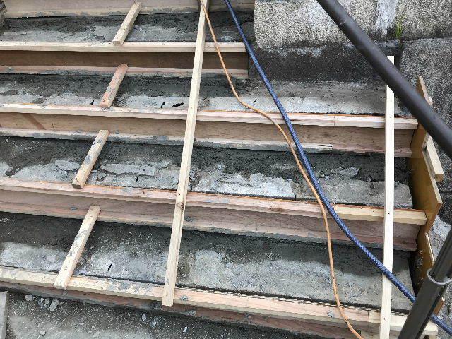 階段修理2日目_f0031037_19224544.jpg