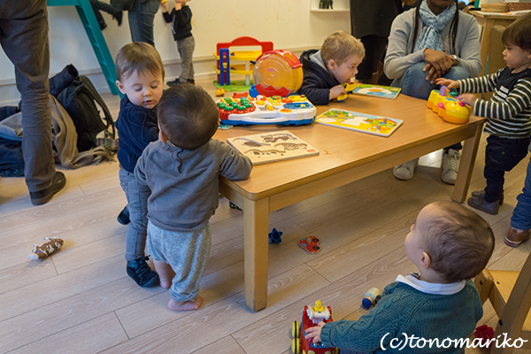 パリの児童館的なところ_c0024345_17100632.jpg