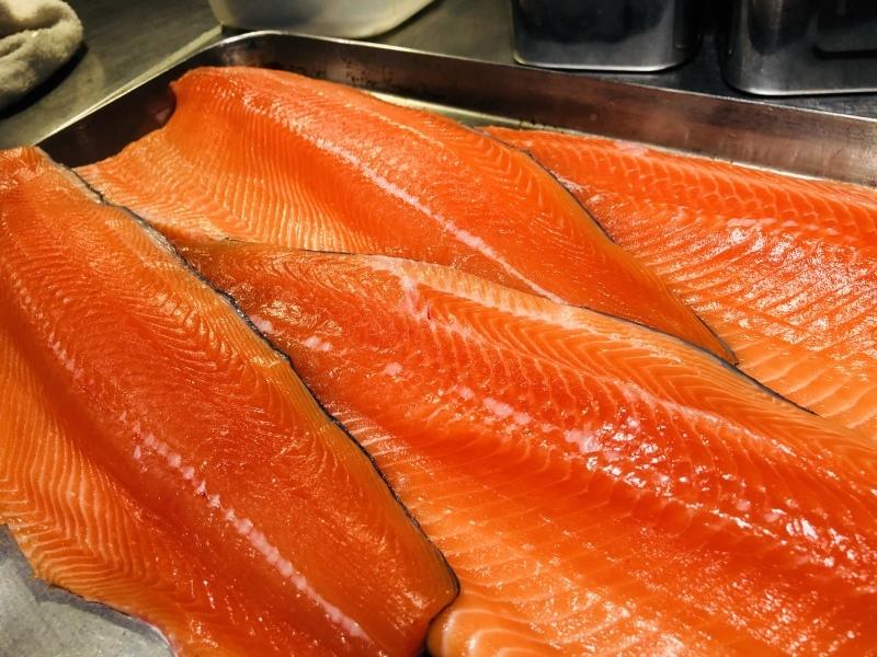 南国サーモン!熊本の意気のいい魚です。&4月23日(月)のランチメニュー_d0243849_16293690.jpeg
