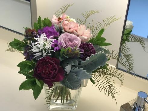 今日のレクサス宮崎装花----庭のお花やハーブも一緒に束ねました_b0137969_06062921.jpg