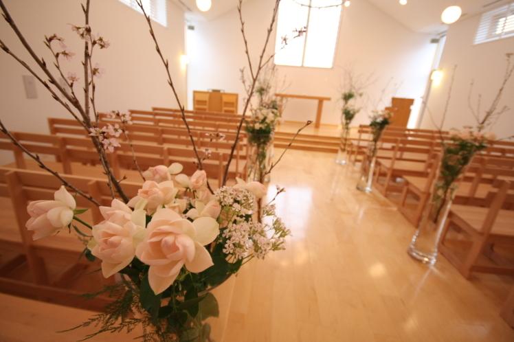 チャペルにお花を_e0120789_13304441.jpg