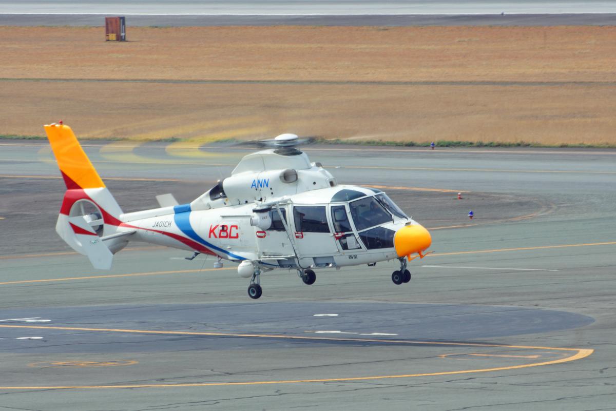 報道ヘリコプター。_b0044115_08352790.jpg