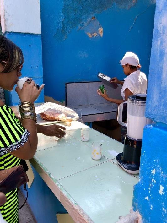 キューバのココナッツシェーキ 〜フェスティバル通信「16」〜_a0103940_09155589.jpeg