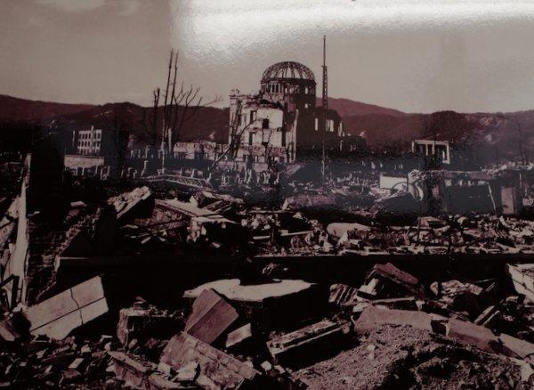 原爆と人間写真展_b0190540_14275195.jpg