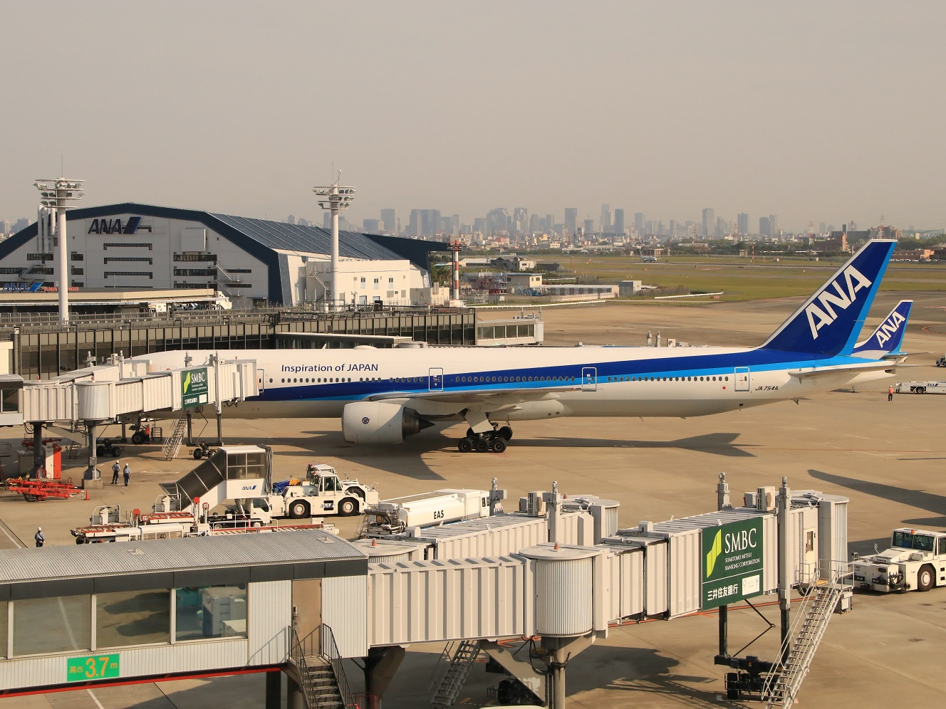 ANA ボーイング777-300 伊丹空港_d0202264_19145556.jpg