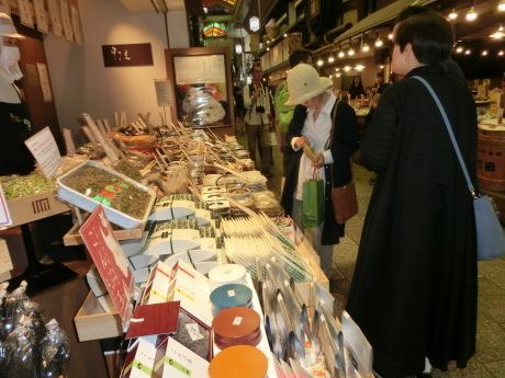 京都錦市場 と、富士山(あたまだけ)_a0203003_14512883.jpg