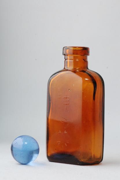 Sハケ シーズン2(薬瓶と目薬瓶)_d0359503_22213741.jpg