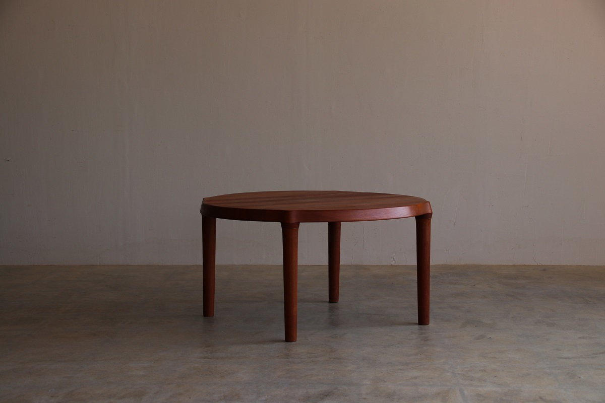 『Round Solid Coffee Table』_c0211307_22214707.jpg
