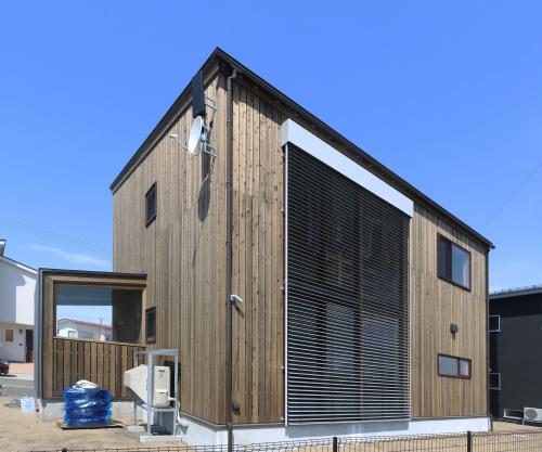 秋田市新屋の家:完成3 屋内バルコニー_e0054299_13553677.jpg