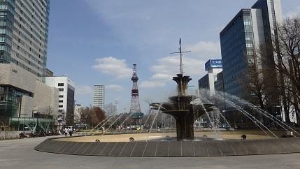 大通公園の春景色 噴水・木蓮・こぶし_f0362073_18051515.jpg