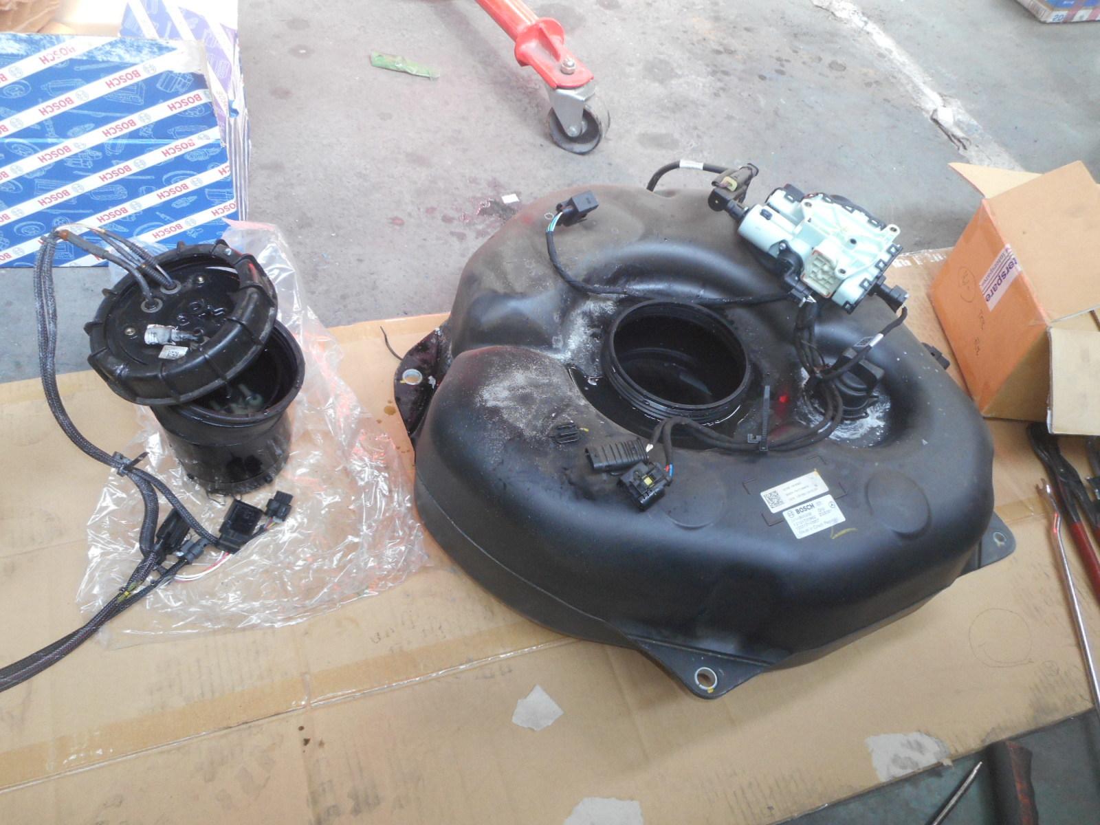 メルセデスベンツ E350ブルーテック(W212)エンジン警告灯点灯 整備(アドブルーユニット)_c0267693_17584697.jpg