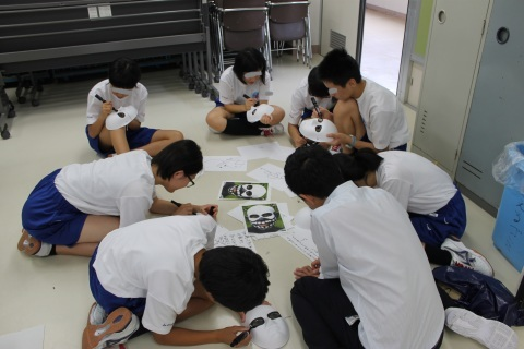 新潟県立燕中等教育学校において「想像を超えた世界」のワークショップを行いました。_c0167632_16511623.jpg