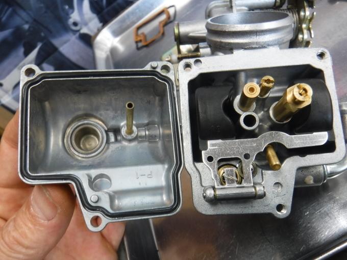 RGVΓ250SPのエンジン始動っ♪・・・放置は猛毒ですな。_a0163159_21545312.jpg