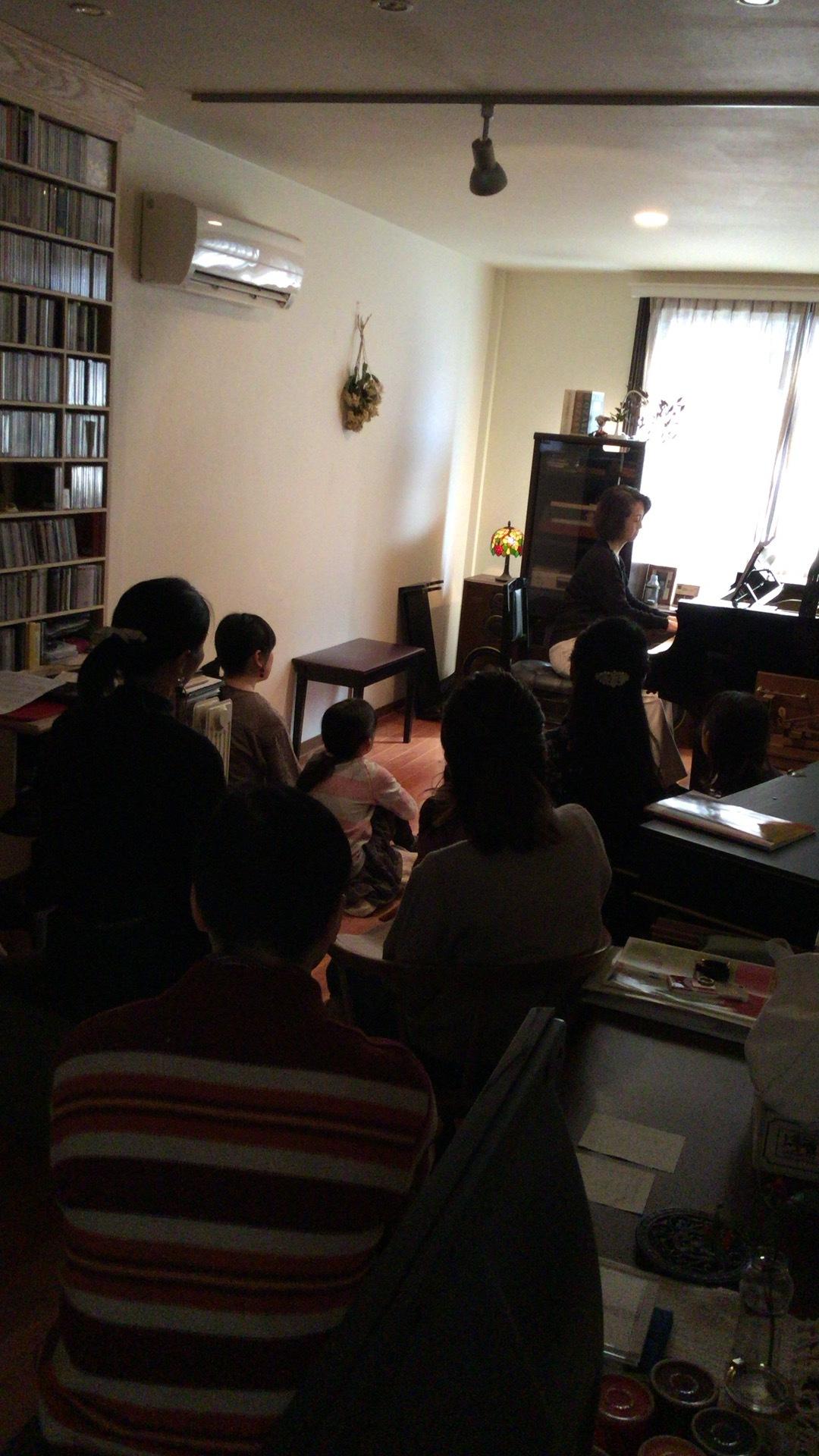 R・ピアノ教室 2018.4.26 プライベートコンサート4月_b0169513_22171747.jpeg